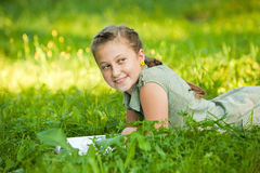 Girl reading Royalty Free Stock Photos