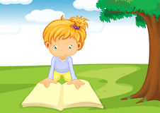 A girl reading book Royalty Free Stock Images