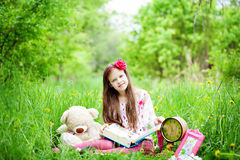Girl is reading a book Royalty Free Stock Photos