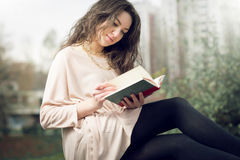 Girl reading a book in park Royalty Free Stock Photos