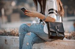 Girl reading a message on your phone Royalty Free Stock Images