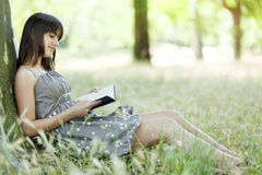 Girl reading in nature Royalty Free Stock Images