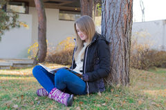 Girl reading on nature Royalty Free Stock Photos
