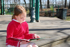 Girl reading outside Stock Photos