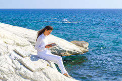 Girl reading by the sea Royalty Free Stock Photos