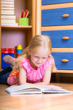 Girl reads Royalty Free Stock Images
