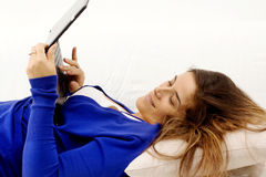 Girl in relax over sofa with tablet Royalty Free Stock Photos