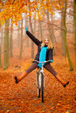 Girl relaxing in autumnal park with bicycle Royalty Free Stock Photos