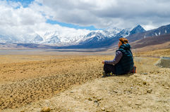 Girl resting on the Tibetan plateau Royalty Free Stock Photography