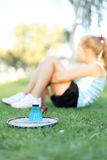 Girl with a set of badminton in the park Royalty Free Stock Photos