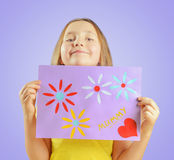 Girl is showing greeting card Royalty Free Stock Photos