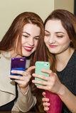 Girl showing mobile phone to a friend Royalty Free Stock Photos