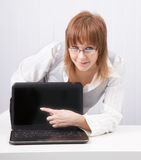Girl shows a finger on a laptop Royalty Free Stock Images