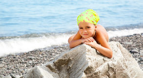 Girl sitting on the beach Royalty Free Stock Photography