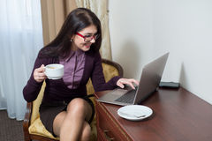 Girl sitting drinking coffee Royalty Free Stock Photography
