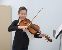 Girl smiling with her violin Royalty Free Stock Images