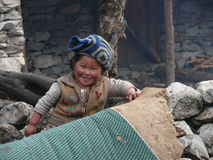 Girl smiling and leaned herself on the wall. - Nepal Royalty Free Stock Photos