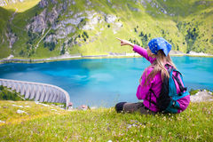 Girl standing and pointing at beautiful scenary Royalty Free Stock Photos
