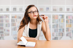 Girl student in the library Royalty Free Stock Photos
