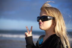 Girl in sunglasses, peace sign Royalty Free Stock Photography