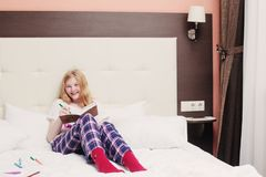 Girl teenager draws in bed Royalty Free Stock Photography