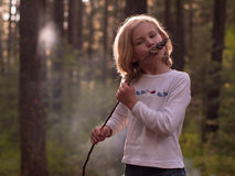 Girl with toasted marshmallows Royalty Free Stock Photography