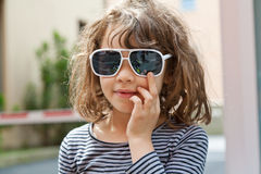 Girl whit sunglasses Royalty Free Stock Photography