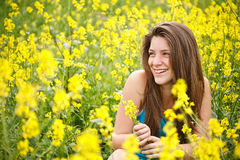 Girl whit yellow flowers Royalty Free Stock Photography