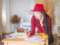 The girl working from his home office Royalty Free Stock Photos