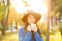 Girl wtih cup of coffee Royalty Free Stock Photography