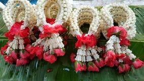Girlande von frischen Blumen Stockfotografie