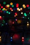 Girlande von mehrfarbigen Lichtern unschärfe Hintergrund Lizenzfreies Stockbild
