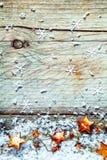 Girlande von Weihnachtssternen mit Schneeflocken Stockbilder
