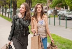 Girlfriends go shopping. Royalty Free Stock Images