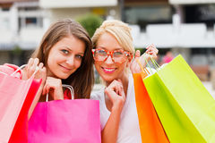 Girlfriends Shopping Royalty Free Stock Photos