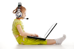 Girlie in headphones with laptop Royalty Free Stock Photography