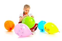 Girlie med luftbollen fotografering för bildbyråer