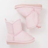 Girls& x27 ; bottes d'hiver sur le fond blanc photographie stock libre de droits