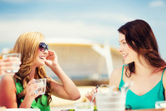 Girls in cafe on the beach Royalty Free Stock Photos