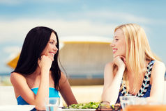 Girls in cafe on the beach Royalty Free Stock Photography