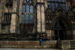 Girls chatting at the door of the Cathedral of Edinburgh Stock Images