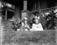girls and dolls, 1915 Stock Images