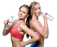 Girls drinking water after fitness exercise Royalty Free Stock Photos