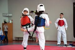 Girls fight in taekwondo Royalty Free Stock Photography