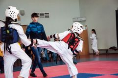 Girls fight in taekwondo Royalty Free Stock Images
