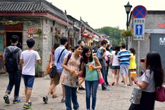 The girls in the hutong tourist photographs Royalty Free Stock Photography