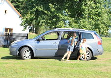 Girls leaving a car Royalty Free Stock Photos