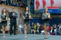 Girls modelo na cerimônia de entrega dos prêmios Fotografia de Stock Royalty Free