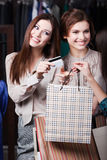 Girls pay with credit card Royalty Free Stock Photos