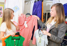 Girls pick out clothes to buy Royalty Free Stock Photos